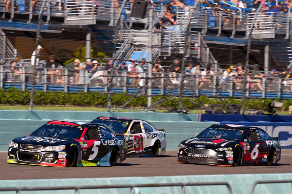 Monster Energy NASCAR Cup Series Ford EcoBoost 400 Homestead-Miami Speedway, Homestead, FL USA Sunday 19 November 2017 Kasey Kahne, Hendrick Motorsports, Great Clips Chevrolet SS, Ryan Newman, Richard Childress Racing, Caterpillar Chevrolet SS and Trevor Bayne, Roush Fenway Racing, Roush Performance Ford Fusion World Copyright: Nigel Kinrade LAT Images