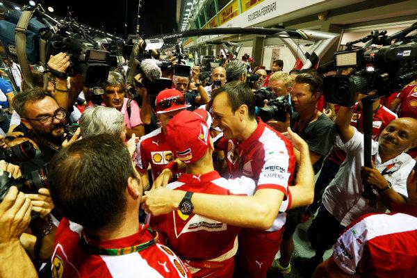 Marina Bay Circuit, Singapore. Sunday 20 September 2015. Sebastian Vettel, Ferrari, 1st Position, Kimi Raikkonen, Ferrari, 3rd Position, and the Ferrari team celebrate a double podium result. World Copyright: Alastair Staley/LAT Photographic ref: Digital Image _R6T7585