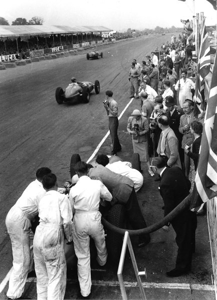 Silverstone, England.12-14 July 1951.Reg Parnell (BRM P15), 5th position, is refuelled, overseen by Raymond Mays. John Bolster (Autosport technical editor) and a policeman are among those watching while Alberto Ascari is in the backround. Note the television and press cameras recording the stop.Ref-Autocar C29856.World Copyright - LAT Photographic