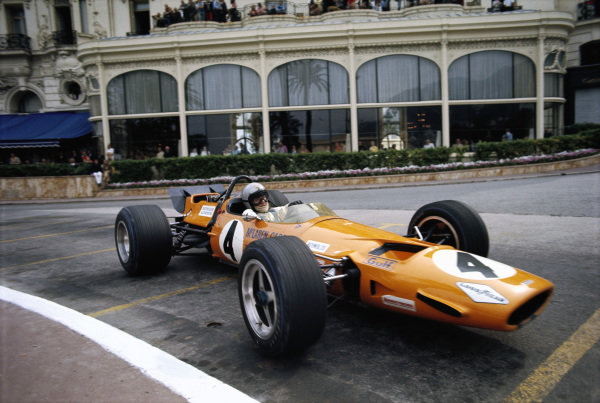 Bruce McLaren, McLaren M7C Ford passing the Hôtel de Paris.