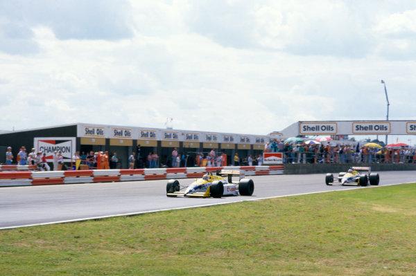 Silverstone, England.10-12 July 1987.Nelson Piquet (Williams FW11B Honda) leads Nigel Mansell (Williams FW11B Honda), action.World Copyright: LAT PhotographicRef: 87 GB 43