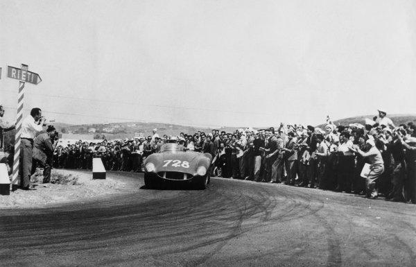 Brescia-Rome-Brescia, Italy. 30th April - 1st May 1955 Piero Taruffi (Ferrari 118 LM Scaglietti ), retired, action. World Copyright: LAT Photographic Ref:  B/W Print.