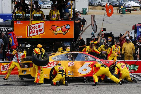 #6: Ryan Newman, Roush Fenway Racing, Ford Mustang Oscar Mayer/Velveeta pit stop