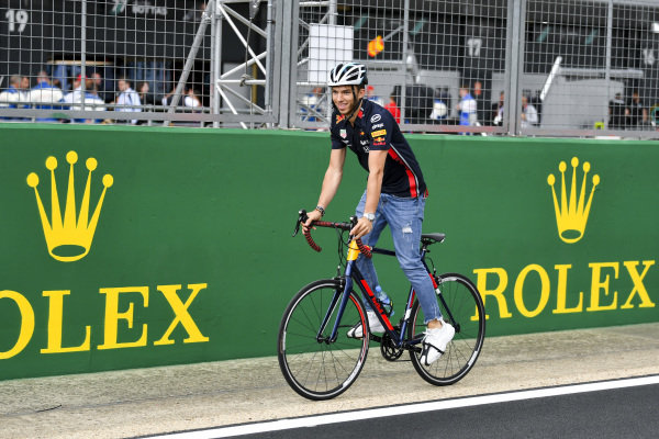 Pierre Gasly, Red Bull Racing walks the track non a bike