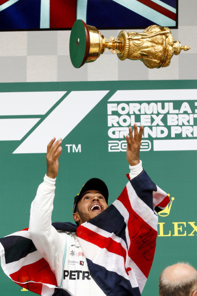 Race winner Lewis Hamilton, Mercedes AMG F1 throws the trophy in the air