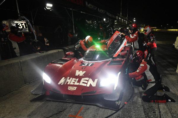 #31 Whelen Engineering Racing Cadillac DPi, DPi: Felipe Nasr, Pipo Derani, Eric Curran pit stop