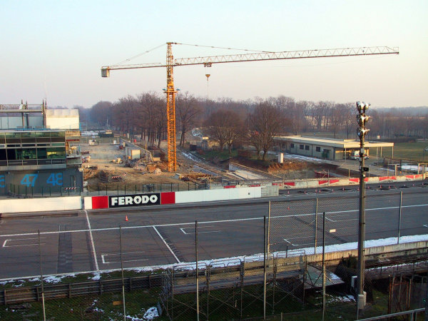 2002 Formula OneMonza, Italy. January 2002.Work takes place on a new Monza pit and paddock complex for the 2002 Italian Grand Prix.World Copyright: Photo4/LAT Photographicref: 9mb Digital Image Only
