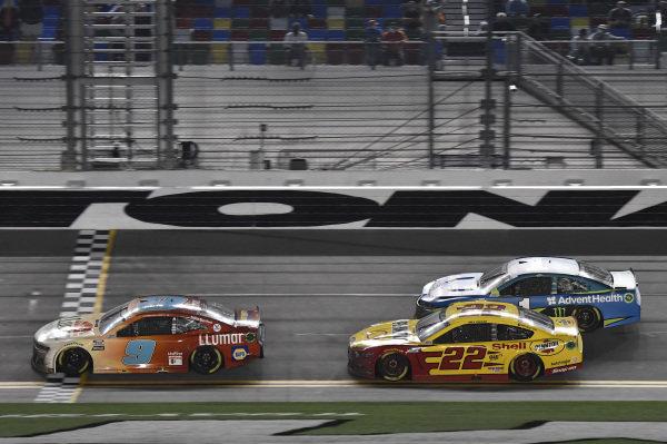 #9: Chase Elliott, Hendrick Motorsports, Chevrolet Camaro Llumar #22: Joey Logano, Team Penske, Ford Mustang Shell Pennzoil
