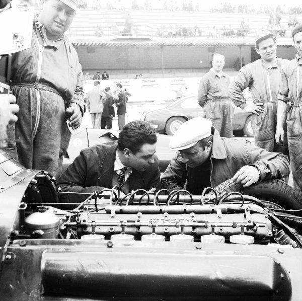 Formula 1 World Championship.Juan Manuel Fangio inspects a Maserati engine.World Copyright - LAT Photographic
