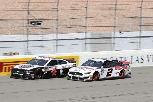 #4: Kevin Harvick, Stewart-Haas Racing, Ford Mustang Jimmy John's, #2: Brad Keselowski, Team Penske, Ford Mustang Discount Tire