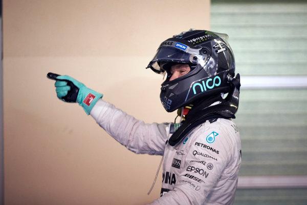 Yas Marina Circuit, Abu Dhabi, United Arab Emirates. Saturday 28 November 2015. Nico Rosberg, Mercedes AMG, celebrates pole in Parc Ferme. World Copyright: Steve Etherington/LAT Photographic ref: Digital Image SNE25972