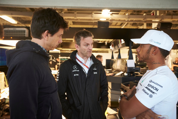 Suzuka Circuit, Japan. Thursday 5 October 2017. Toto Wolff, Executive Director (Business), Mercedes AMG, James Allison, Technical Director, Mercedes AMG, and Lewis Hamilton, Mercedes AMG, in the garage. World Copyright: Steve Etherington/LAT Images  ref: Digital Image SNE12322 1