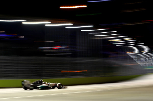 Lewis Hamilton (GBR) Mercedes AMG F1 W05. Formula One World Championship, Rd14, Singapore Grand Prix, Marina Bay Street Circuit, Singapore, Qualifying, Saturday 20 September 2014. BEST IMAGE