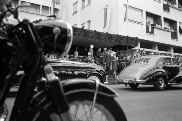 Prince Rainier and princess Grace heading to their limousine.