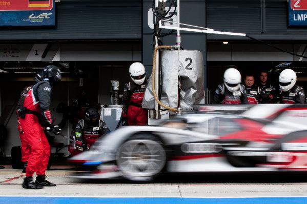 Silverstone, England. 24th - 26th August 2012. Rd 4.Tom Kristensen (DNK), Allan McNish (GBR), Audi Sport Team Joest, Audi R18 Ultra, Action, Pitstop, World Copyright: Chris Bird/LAT Photographic.Ref:  _CJB8431