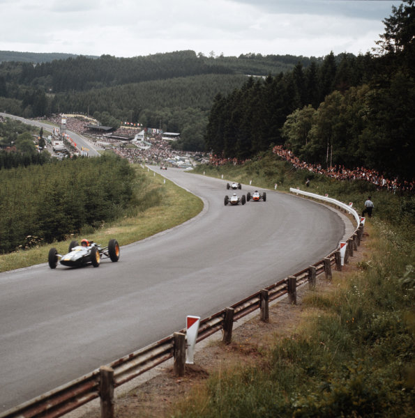 Spa-Francorchamps, Belgium.12-14 June 1964.Peter Arundell (Lotus 25 Climax) leads a group of cars.Ref-3/1257.World Copyright - LAT Photographic