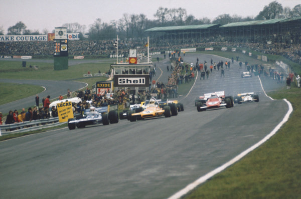 1971 Race of Champions.  Brands Hatch, England. 21st March 1971.  Jackie Stewart, Tyrrell 001 Ford, Denny Hulme, McLaren M14A Ford, and Clay Regazzoni, Ferrari 312B2, lead off the front row of the grid at the start.  Ref: 71ROC57. World Copyright: LAT Photographic