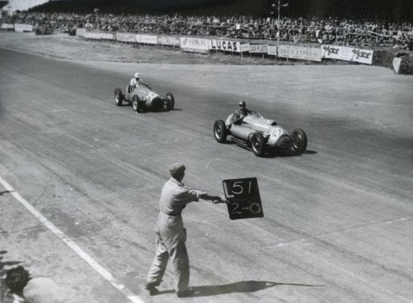 1952 British Grand Prix.Silverstone, Great Britain. 19 July 1952.Eric Brandon (Ecurie Richmond Cooper T20-Bristol) leads Harry Schell (Maserati 4CLT/48-Plate) passed the pits.World Copyright - LAT Photographic