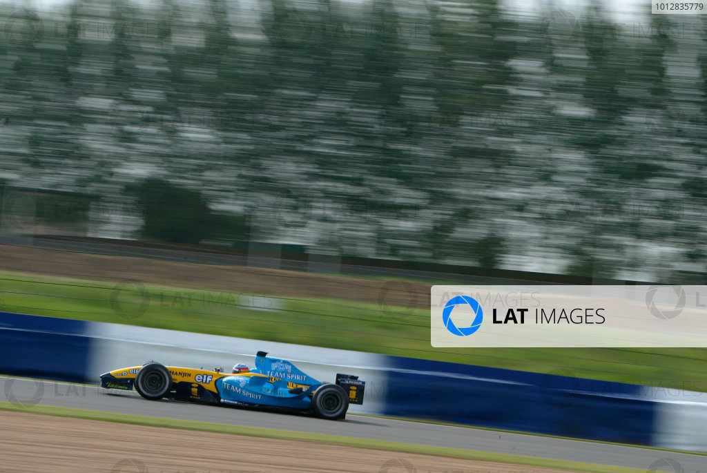 2004 Formula One Testing.Silverstone, England. 3rd June 2004.Fernando Alonso, Renault R24. Action.World Copyright:Peter Spinney/LAT.Ref:Digital image only