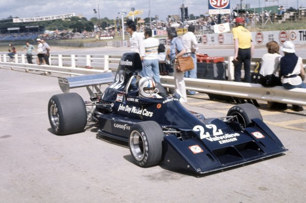 1976 South African Grand Prix.Kyalami, South Africa. 6 March 1976.Chris Amon, Ensign N174-Ford, 14th position, in the pitlane, action.World Copyright: LAT PhotographicRef: 35mm transparency