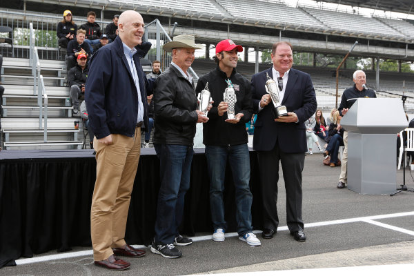 25  May, 2013, Indianapolis, Indiana, USA Parnelli Jones, Dario Franchitti, and Chip Ganassi with their baby Borg-Warner trophies © 2013, Michael L. Levitt LAT Photo USA.