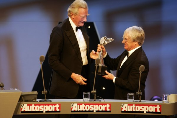 2005 Autosport AwardsGrosvenor House, London. 4th December.Lord Heseltine presents Bernie Ecclestone's Gregor Grant Award.World Copyright: Malcolm Griffiths/LAT Photographicref: Digital Image Only