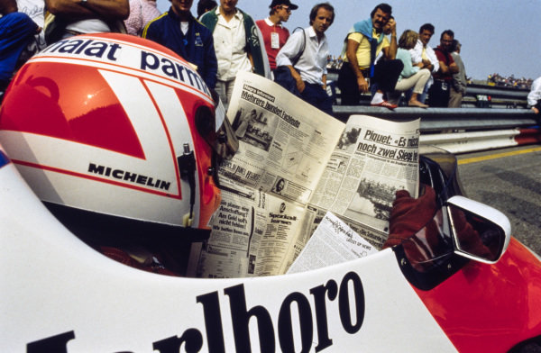 Niki Lauda reads a newspaper.