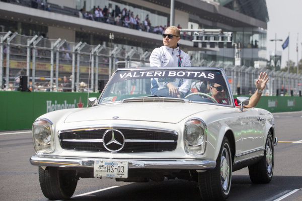 Valtteri Bottas (FIN) Williams on the drivers parade at Formula One World Championship, Rd19, Mexican Grand Prix, Race, Circuit Hermanos Rodriguez, Mexico City, Mexico, Sunday 30 October 2016.