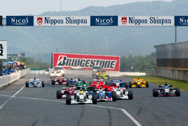 2002 Formula Nippon ChampionshipMine, Japan. 19th May 2002.Start of the race.World Copyright: Yasushi Ishihara/LAT Photographicref: Digital Image Only