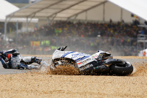 2016 MotoGP Championship.  French Grand Prix.  Le Mans, France. 6th - 8th May 2016.  Yonny Hernandez, Aspar Ducati, crashes out at the Dunlop chicane.  Ref: _W7_9975a. World copyright: Kevin Wood/LAT Photographic