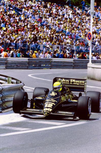 1986 Monaco Grand Prix.  Monte Carlo, Monaco. 8th - 11th May 1986.  Ayrton Senna (Lotus 98T-Renault), 3rd position, action. World Copyright: LAT Photographic. Ref: 86MON16.