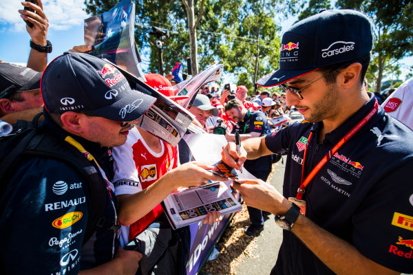 Albert Park, Melbourne, Australia. Saturday 25 March 2017. Daniel Ricciardo, Red Bull Racing, signs autographs for fans. World Copyright: Sam Bloxham/LAT Images Ref: Digital Image _W6I2507