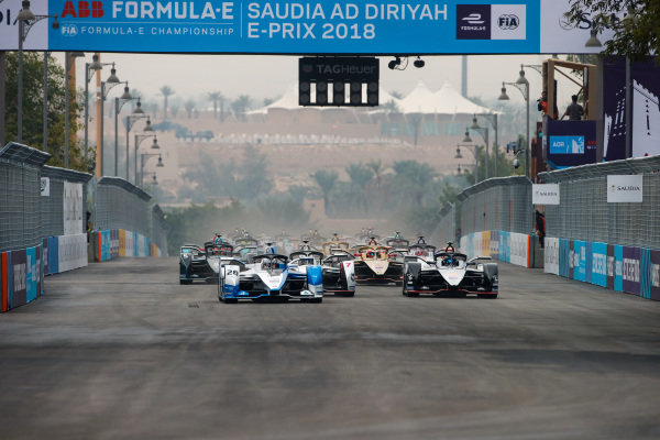 Antonio Felix da Costa (PRT), BMW I Andretti Motorsports, BMW iFE.18 leads Sébastien Buemi (CHE), Nissan e.Dam, Nissan IMO1 and Jose Maria Lopez (ARG), GEOX Dragon Racing, Penske EV-3 at the start