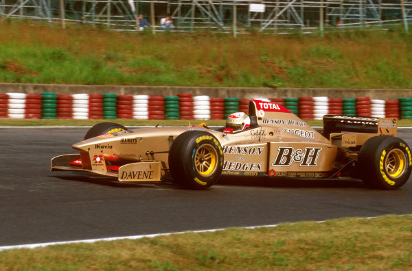 Suzuka, Japan.11-13 October 1996.Martin Brundle (Jordan 196 Peugeot) 5th position. Ref-96 JAP 24.World Copyright - LAT Photographic