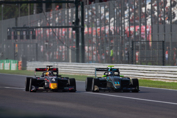 AUTODROMO NAZIONALE MONZA, ITALY - SEPTEMBER 08: Jake Hughes (GBR, HWA RACELAB) and Liam Lawson (NZL, MP Motorsport) during the Monza at Autodromo Nazionale Monza on September 08, 2019 in Autodromo Nazionale Monza, Italy. (Photo by Joe Portlock / LAT Images / FIA F3 Championship)