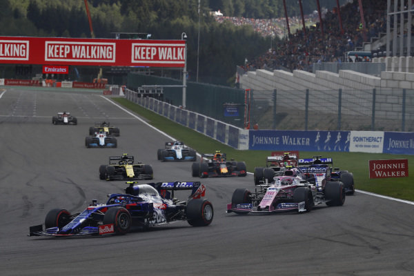 Pierre Gasly, Toro Rosso STR14, leads Lance Stroll, Racing Point RP19, Daniil Kvyat, Toro Rosso STR14, Antonio Giovinazzi, Alfa Romeo Racing C38, and Alexander Albon, Red Bull RB15