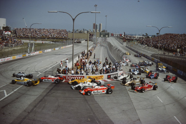 Nelson Piquet, Brabham BT49 Ford, leads from René Arnoux, Renault RE20, Patrick Depailler, Alfa Romeo 179, Jan Lammers, ATS D4 Ford, Alan Jones, Williams FW07B Ford, and Bruno Giacomelli, Alfa Romeo 179, at the start while further back Mario Andretti, Lotus 81 Ford, and Jean-Pierre Jarier, Tyrrell 010 Ford, make contact.