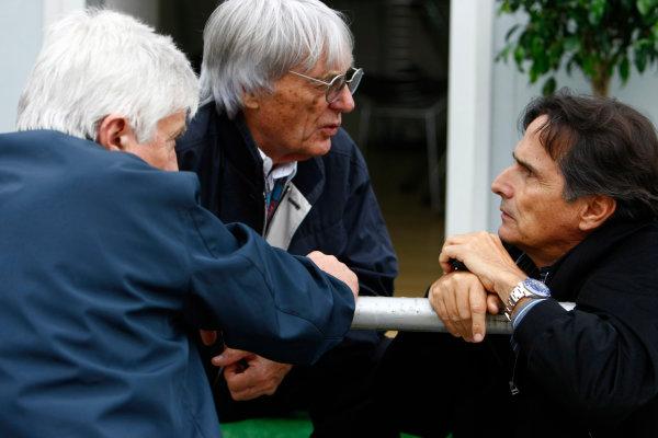 Interlagos, Sao Paulo, Brazil.16th October 2009.Bernie Ecclestone with Herbie Blash, FIA, and Nelson Piquet. Portrait. World Copyright: Charles Coates/LAT Photographicref: Digital Image _26Y9401
