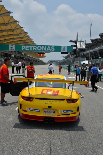 Earl Bamber (NZL) LKM Racing Team on pole position on the grid. Porsche Carrera Cup Asia, Sepang, Malaysia, 28-30 March 2014.
