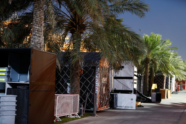 Bahrain International Circuit, Sakhir, Bahrain.  Wednesday 19 April 2017. Teams pack equipment at the conclusion of Bahrain's two-day test. World Copyright: Glenn Dunbar/LAT Images ref: Digital Image _31I6695