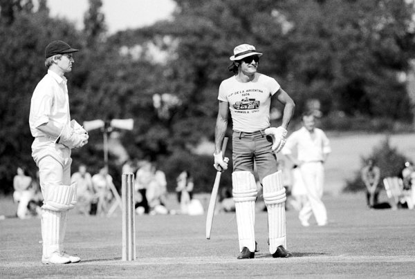 Mike Hailwood (GBR), McLaren, prepares to bat at a charity cricket match held on the day following the GP. British Grand Prix, Brands Hatch, 20 July 1974.