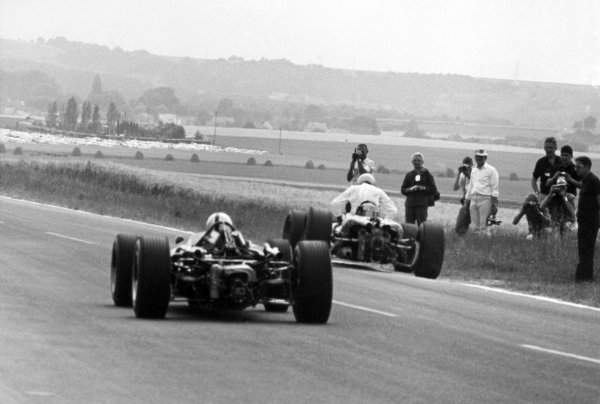 1966 French Grand Prix.Reims, France. 3 July 1966.Jack Brabham, Brabham BT19-Repco, 1st position, takes the lead, action.World Copyright: LAT Photographic