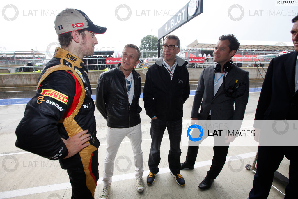 Silverstone, Northamptonshire, England7th July 2012Actor Jude Law visits the Lotus F1 garage and meets Romain Grosjean, Lotus GP. World Copyright:Andrew Ferraro/LAT Photographicref: Digital Image AF5D0728