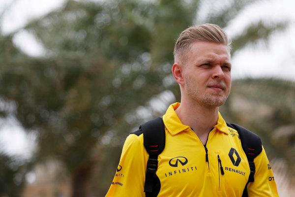 Bahrain International Circuit, Sakhir, Bahrain. Thursday 31 March 2016. Kevin Magnussen, Renault Sport F1.  World Copyright: Sam Bloxham/LAT Photographic ref: Digital Image _R6T4591