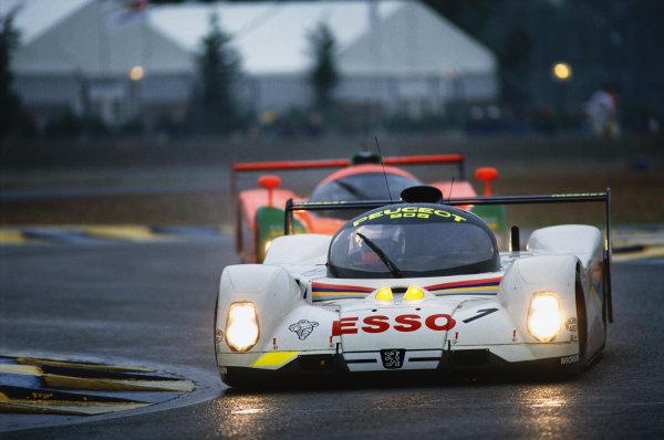 1992 Le Mans 24 Hours. Le Mans, France. 20th - 21st June 1992. Yannick Dalmas/Derek Warwick/Mark Blundell (Peugeot 905 Evo 1), 1st position, action. World Copyright: LAT Photographic. Ref:  92LM21