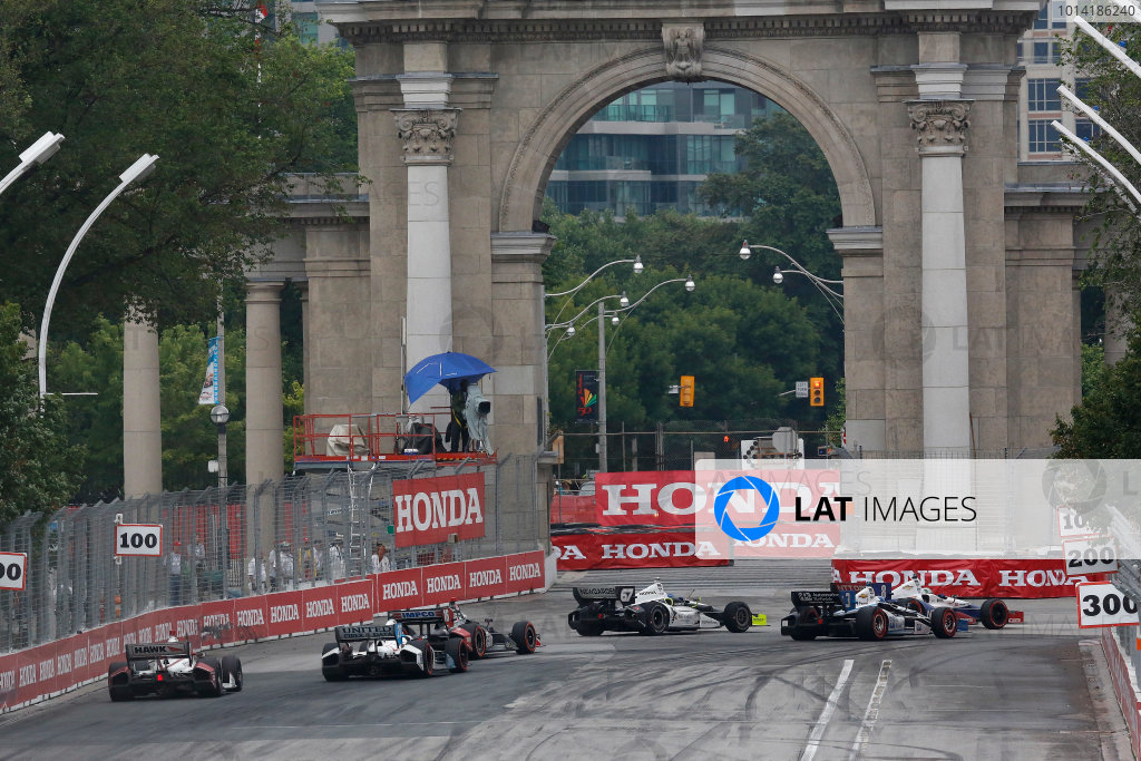 20 July, 2014, Toronto, Ontario, Canada Ryan Briscoe leads a group into turn 1 ©2014, Michael L. Levitt LAT Photo USA
