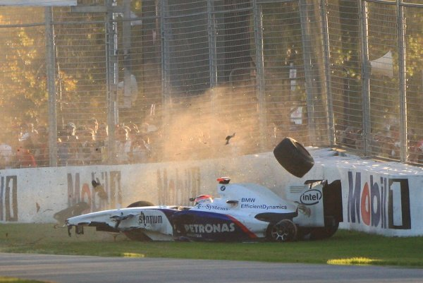 Robert Kubica (POL) BMW Sauber F1.09 crashes.