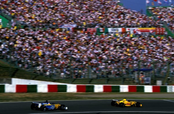 Fifth placed Takuma Sato (JPN) Jordan Honda EJ12 leads race retiree Jarno Trulli (ITA) Renault R202