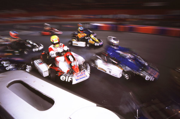 2000 Elf Masters Karting Bercy Paris, France. 10th December 2000. Race action. World Copyright: Chris Dixon/LAT Photographic