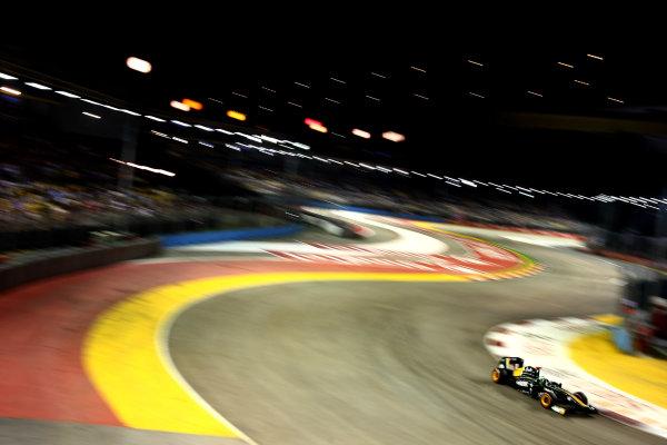 Marina Bay Circuit, Singapore.24th September 2011.Heikki Kovalainen, Lotus T128 Renault. Action. World Copyright: Andy Hone/LAT Photographicref: Digital Image CSP28354